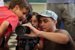primaria_boys_learning_about_the_camera