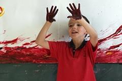 primaria_student_finger_painting